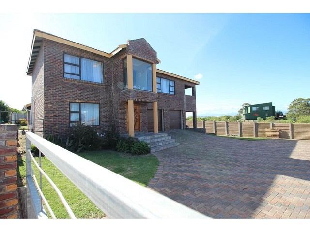 4 Bedroom  House for Sale in Jeffreys Bay - Eastern Cape