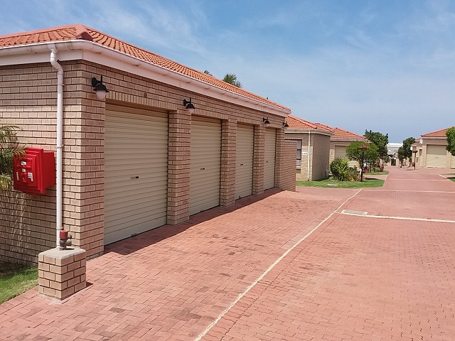 UNIT IN SOUGHT AFTER COMPLEX
